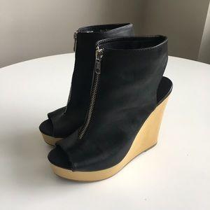 Simply Vera peep toe wedges